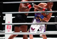 ويعد تايسون أصغر بطل عالم في الملاكمة على مر العصور في فئة الوزن الثقيل حيث حقق اللقب وعمره 20 عامًا فقط عام 1986