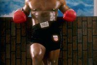 خاض تايسون المباريات في البطولات المختلفة حتى تم إدراجه في فئة الوزن الثقيل وهو في عمر الـ 19