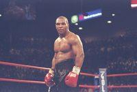 لكنه كان يتبع سلوك عنيف خلال مبارياته وفي خلال حياته جعلته كثير المشاكل والخلافات
