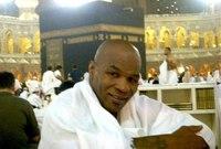 اعتنق تايسون دين الإسلام داخل السجن بعد إعجابه الكبير بتعاليمه ليبدأ في مراجعة مسار حياته بأكمله وتجاوز كافة مشاكله