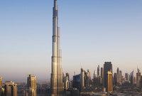 وتحفل دبي بالعديد من المشاهد التي قل أن تراها في أي مكان آخر في العالم حيث تحتوي على أعلى ناطحات السحاب في العالم فهي تحتوي على أعلى مبنى في العالم وهو برج خليفة