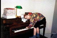 بدأت جاجا ولعها بالموسيقى منذ سن الرابعة فتعلمت البيانو