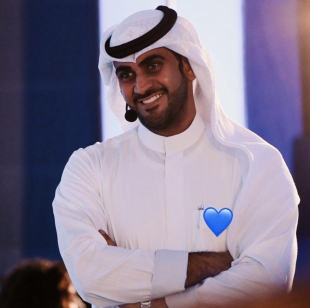 محمد المؤمن، إعلامي ومذيع كويتي شهير يبلغ 32 عامًا، دخل المجال الإعلامي في عام 2005 وحقق نجاحًا خلال مسيرته الإعلامية
