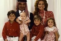 صوره مع أبنائهما