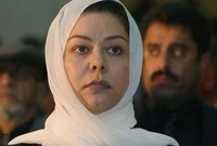 شهدت في عام 2003 الغزو الأمريكي البريطاني لبلادها لتقوم بالهروب إلى الأردن بعد سقوط النظام وهروب والدها
