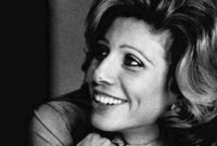في طفولتها كانت الملكة علياء تدرس في مدارس إنجليزية، وبسبب كثرة تنقل والدها بين المناصب الرسمية في الكثير من البلاد منها القاهرة وإنجلترا وتركيا وإيطاليا، انتسبت علياء إلى الكثير من المدارس