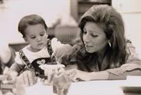 بعد سنة من الزواج حملت في ابنتها الأولى «هيا»، لكنها كان لديها ابنة بالتبني، قبل أن تضع مولودها الأول وهي الأميرة «عبير»