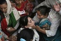 تم اغتيال رئيسة وزراء باكستان السابقة عام 2007 بعد خروجها من مؤتمر انتخابي لمناصريها