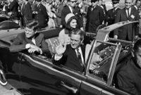 """تم اغتيال الرئيس الأمريكي عام 1963 من قبل شخص يُدعى """" هارفي أوسولد"""" أثناء استقلاله سيارة مكشوفة في أحد المواكب برفقة زوجته بوسط مدينة دالاس"""