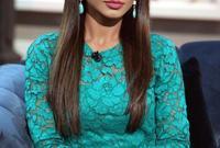 بدأ ظهورها الإعلامي من خلال إذاعة العربية وكانت تقدم برنامج منوعات