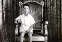 آل العرشُ إليه عام 1939 عقب مقتل والده الملك غازي