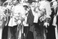 أصبح ملكًا تحت وصاية خاله الأمير عبد الإله عام 1939 حتى بلغ السن القانونية للحكم وتوج ملكًا بشكل قانوني في 2 مايو 1953