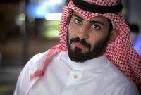 ويقوم بذلك بطريقة ساخرة كما عود جمهوره، واستمر في جذب أنظار الشباب السعودي لمعرفة تجربته