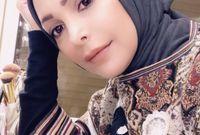أعلنت عام 2017 اعتزالها الغناء وارتدائها الحجاب مبررة أنها كانت في صراع لعدة سنوات بينها وبين نفسها وأنها كانت تطلب من الله الهداية الكاملة