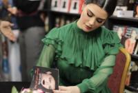 تمتلك روان أيضًا مهارات كتابية فهي تمتلك مدونة تنشر عليها بعض الأشعار والقصص من حين لآخر، الأمر الذي شجعها على إطلاق أول كُتبها عام 2017 تحت اسم «كما لم تحب امرأة» وكان ذلك من أهم انجازاتها
