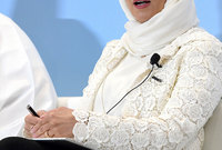 في المركز الـ15 تأتي الكويتية إيمان الروضان والتي تشغل منصب الرئيس التنفيذي لشركة «زين الكويت» منذ عام 2015 مما جعلها أول رئيسة تنفيذية للمجموعة..