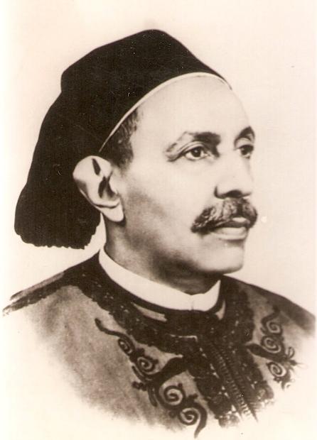 ولد الملك محمد إدريس السنوسي في 12 مارس عام 1890 لعائلة ليبية عريقة فهو ينتمي إلى العائلة السنوسية التي كان لها باع طويل في مقاومة الاحتلال الإيطالي في ليبيا قبل الاستقلال