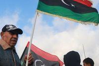 بعد قيام الثورة الليبية عام 2011 والإطاحة بحكم معمر القذافي حمل الشعب الليبي أعلام ليبيا التي كانت مستخدمة في عهد الملك السنوسي وليتم اعتمادها لاحقًا من جديد كعلم رسمي لليبيا