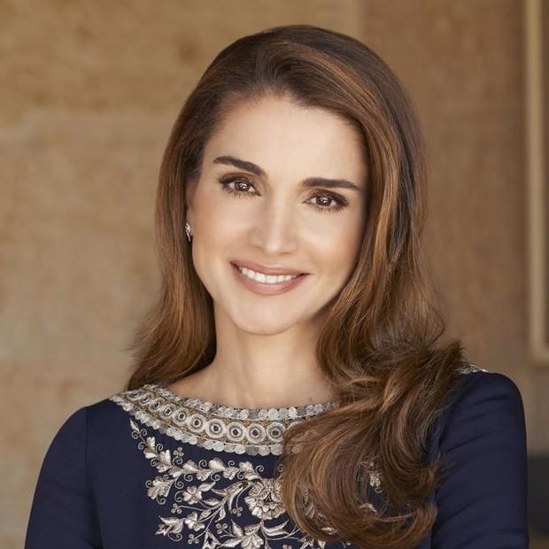 الملكة رانيا.. ناشطة في الأعمال الخيرية، وقد صنفت ضمن قائمة مجلة فوربس الأمريكية لأقوى 100 امرأة فى العالم لعام 2008