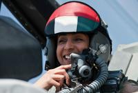 """الإماراتية مريم المنصوري.. هي أول امرأة إماراتية تقود طائرة حربية مقاتلة بسلاح الطيران، لتبدأ أهم رحلاتها الدولية بتوجيه ضربات جوية ضد تنظيم """"داعش"""" فى سوريا"""