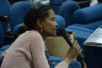 السودانية غادة كدودة.. تساعد نساء عدة في مناطق نائية من السودان لتوليد الكهرباء في قرى فقيرة باستخدام الطاقة الشمسية، وذلك عبر تدريبهن ليكن مهندسات يساعدن مجتماتهن المحلية