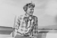 إميليا إيرهارت.. أول امرأة تطير منفردة فوق المحيط الأطلسي، كما أنها أول رائدة طيران تنال وسام التميز في الطيران من القوات الجوية الأمريكية