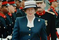 مارغريت تاتشر.. أول رئيسة وزراء في بريطانيا تفوز بثلاث دورات متتالية خلال عقدين من الزمن، كما كانت أول امرأة تشغل منصب زعيم المعارضة في مجلس العموم البريطاني
