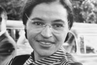 """روزا باركس ناشطة حقوقية.. لقبت بـ """"أم حركة الحقوق المدنية"""" وكانت السبب في تغير قوانين الفصل العنصري في المواصلات العامة الأمريكية"""