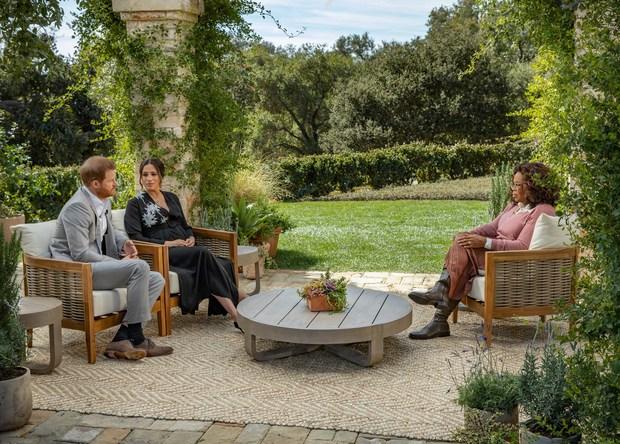 أثارت ميجان ماركل الجدل بتصريحتها  خلال حوارها وزوجها الأمير هاري مع الإعلامية أوبرا وينفري
