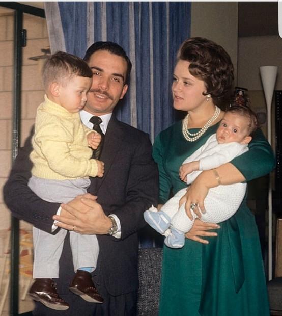 مني الحسين، الزوجة الثانية لملك الأردن الراحل الحسين بن طلال، ووالدة ملك الأردن الحالي الملك عبدالله الثاني