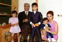 أنجبت لشاه إيران 4 أبناء بينهم ولي العهد، استمر زواجهما حتى رحيل شاه إيران بعد الثورة الإيرانية التي أطاحت بحكم زوجها