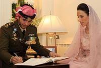 في عام 2012 أعلن الأمير حمزة خطبته من كابتن طيار تحمل الجنسية الكندية والأردنية تدعى بسمة