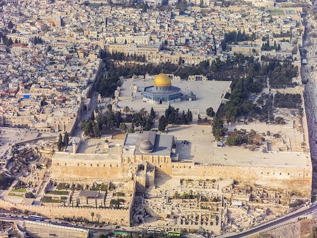 المسجد الأقصى أحد أكبر مساجد العالم وأكثرها قدسية لدى المسلمين وكان يسمى قديمًا بالحرم القدسي الشريف
