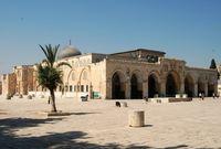 سببت تسميته بالمسجد الأقصى لأنه كان في أَقْصَى الأرض بالنسبة للمسجد الحرام