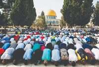 كان أولى القبلتين لدى المسلمين، وكان قبلة النبي صلى الله عليه وسلم والمسلمين لمدة 15 عامًا، وصلى المُسلمون تجاهه لمدة 16 أو 17 شهرًا بعد الهجرة إلى المدينة حتى تحولت القبلة تجاه المسجد الحرام