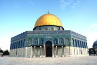 ويعد مسجد قبة الصخرة أقدم أثر إِسْلَامِي كامل في التاريخ وقد أنشأه الخليفة الأموي عبد الملك بن مروان في القرن الأول الهجري