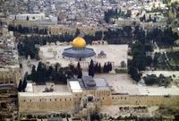 مساحة المبلغ ضخمة للغاية فهي تبلغ ما يقارب الـ 144,000 م2 ويشمل بجانب المساجد والقباب عدد من المدارس والأسبلة والبوائك الموجودة بداخله