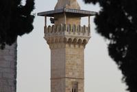 للمسجد 4 مآذن وكلهم قم ببنائهم السلاطين المماليك الذين كان يحكمون مصر والشام وأولى تلك المآذن مئذنة باب المغاربة أو المئذنة الفخارية وهي أول مئذنة تشيد في المسجد وبنيت على الطراز السوري