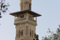 ومئذنة باب الغوانمة .. وبنيت على الطراز المملوكي وهي أطول مئذنة في المسجد