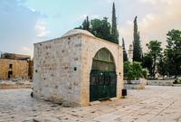 قبة يوسف آغا .. وشيدت في العهد العثماني