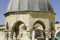 قبة النبي محمد .. وشيدت في العهد العثماني .. وشيدت في الموضع الذي صله به النبي صلى الله عليه وسلم بالأنبياء حين أسرى به إلى المسجد