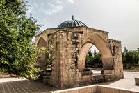 قبة عشاق النبي .. شيدت في العهد العثماني .. وسميت بذلك الاسم حيث كان يتجمع حولها الصوفيون لإقامة حلقات الذكر في عشق النبي