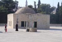 قبة الشيخ الخليلي .. شيدت في العهد العثماني وسميت باسم أحد الزاهدين الذي كان يتعبد في هذا الموضع