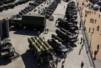 ويمتلك الجيش الروسي ما يزيد عن 13 ألف دبابة و 27 ألف عربة مدرعة ويمتلك أكثر من 4 آلاف قطعة جوية