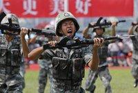 ويتميز الجيش الصيني بسلاحه البحري تجعله وكذلك مقاتلاته الجوية