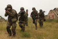 ويمتلك الجيش الفرنسي ما يزيد عن 270 ألف جندي فعلي و 35 ألف جندي احتياطي
