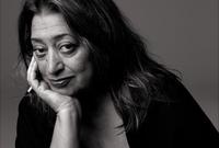 كانت زها أول امرأة تنال جائزة «بريتزكر»سنة 2004 وتعد هذه الجائزة أهم تكريم على مستوى العالم في الهندسة المعمارية