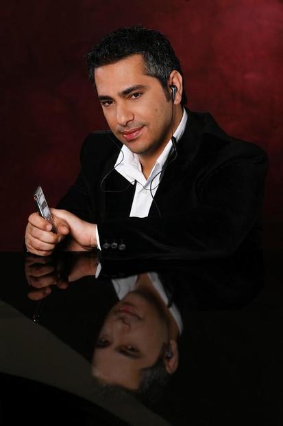 فضل عبد الرحمن شاكر شمندر الشهير بـفضل شاكر مغني لبناني، مواليد صيدا لبنان (1 أبريل 1969).