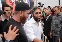 وأوضح أنه سيبدأ صفحة جديدة من حياته، ولن يخوض في السياسة، ولن يغني في لبنان..