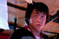 بدأ التمثيل وهو في عمر الخامسة وقام بدراسة التمثيل في أكاديمية الدراما الصينية